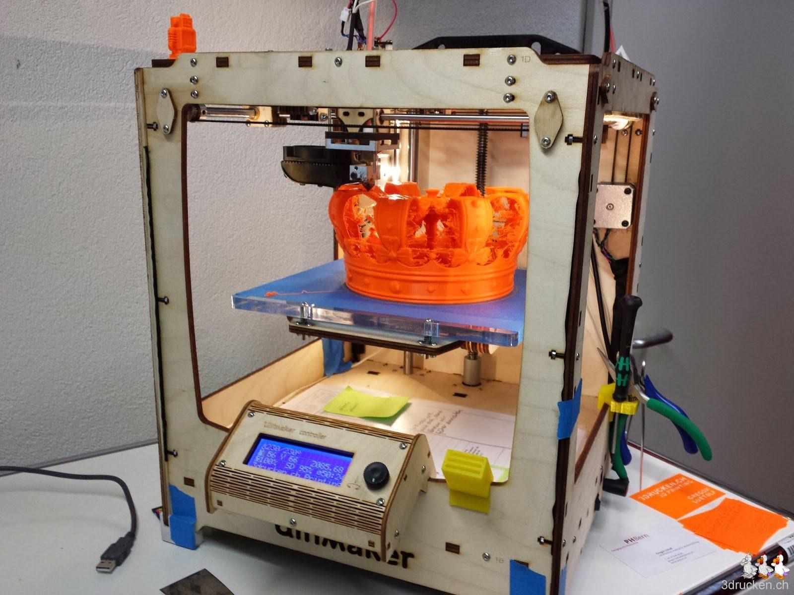 Foto des Ultimaker Original 3D-Druckers während des Drucks der Krone des Königs der Niederlande