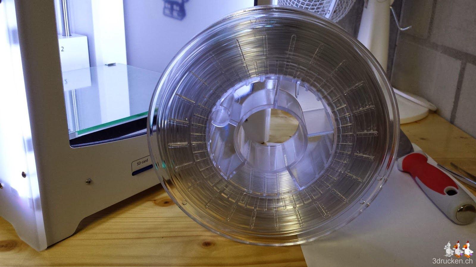 Foto der ausgepackten Rolle mit colorFabb XT Druckmaterial