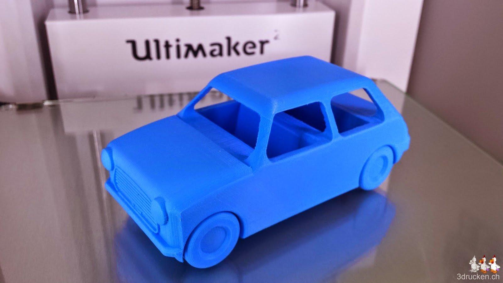 Foto des vom Drucktisch gelösten und auf die Räder gestellten Autos von leFabShop im Ultimaker 2