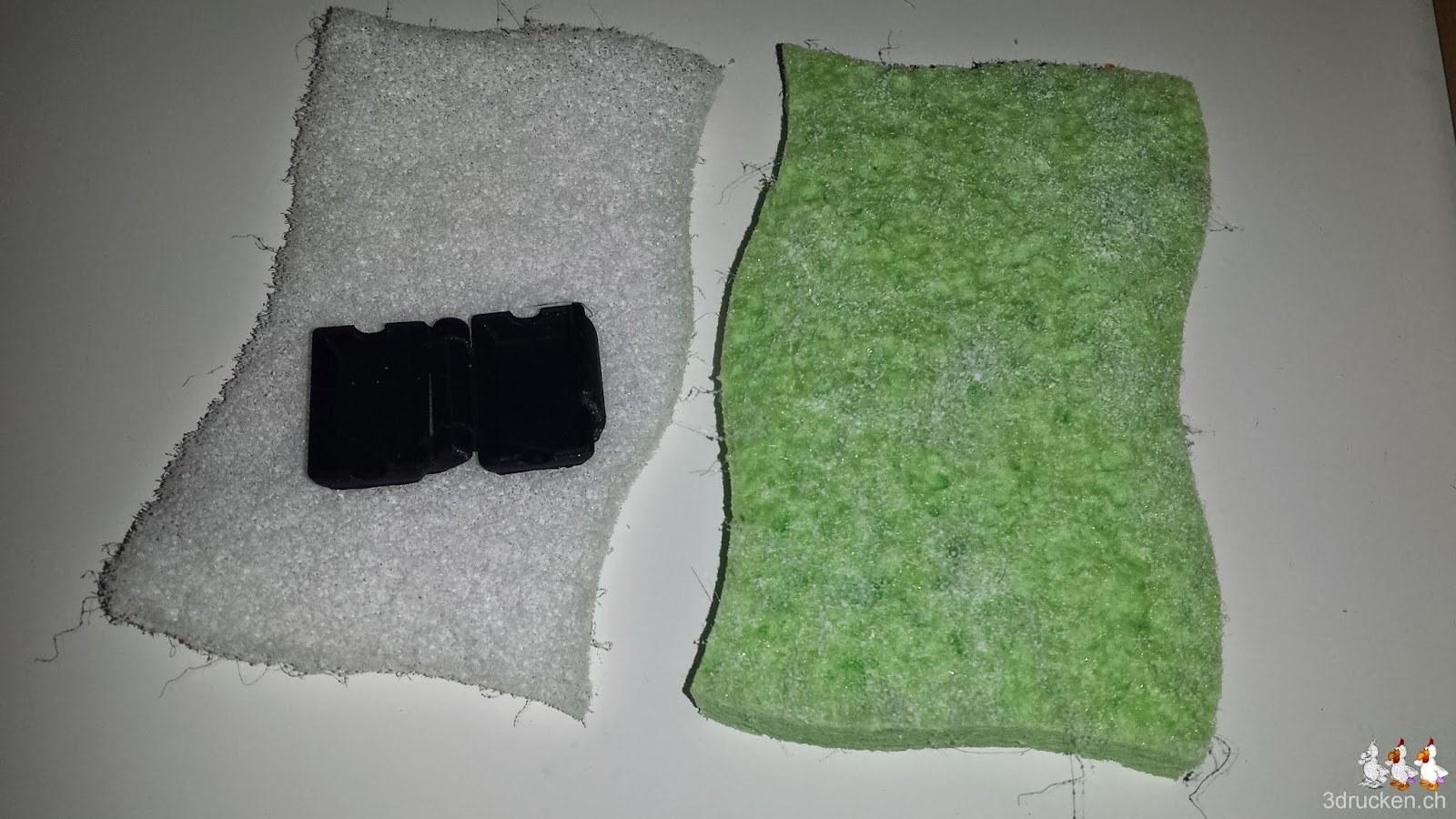 Foto des Staubfilter-Gehäuse auf einem Schwamm der als Filter dienen wird
