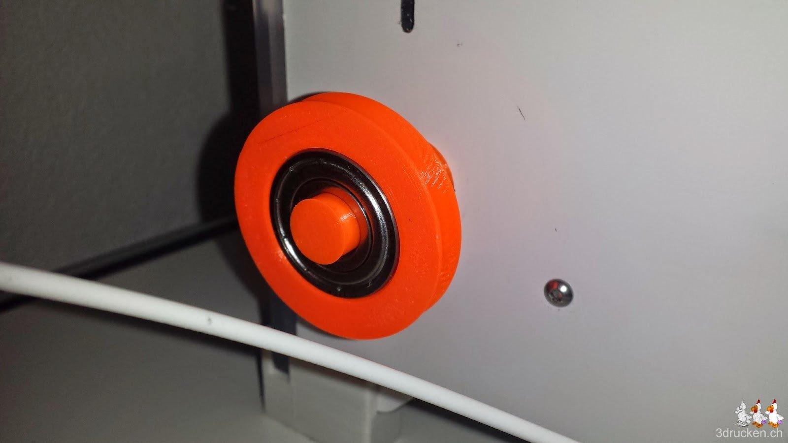 Foto der neu am Ultimaker 2 montierten Umlenkrolle mit Kugellager
