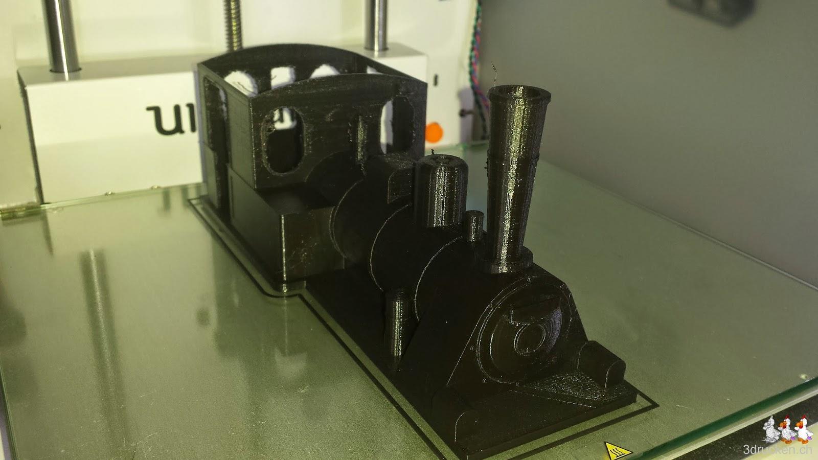 Foto des Hauptkörpers ohne Dach gedruckt auf dem Ultimaker 2 aus schwarzem PLA/PHA