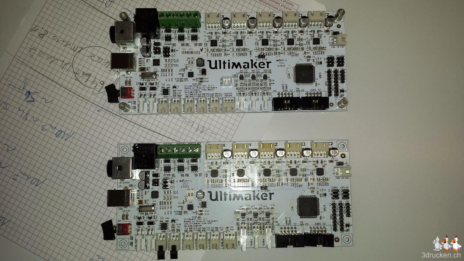 Foto der beiden Elektronikboard-Versionen des Ultimaker 2