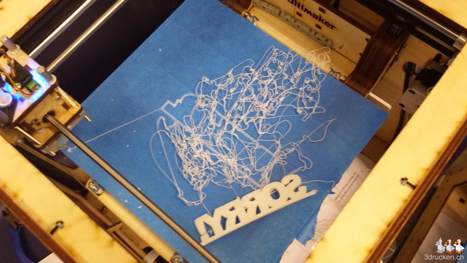 Foto des nicht haftenden SORRY! aus HIPS auf dem Drucktisch des Ultimaker Original