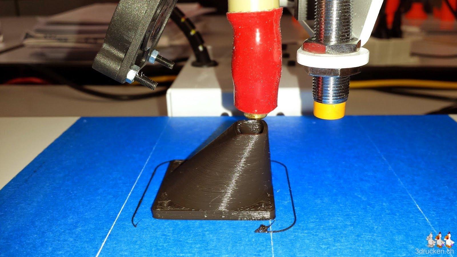 Foto unseres ersten Drucks, einer Lüfterverkleidung am Printrbot Simple Metal