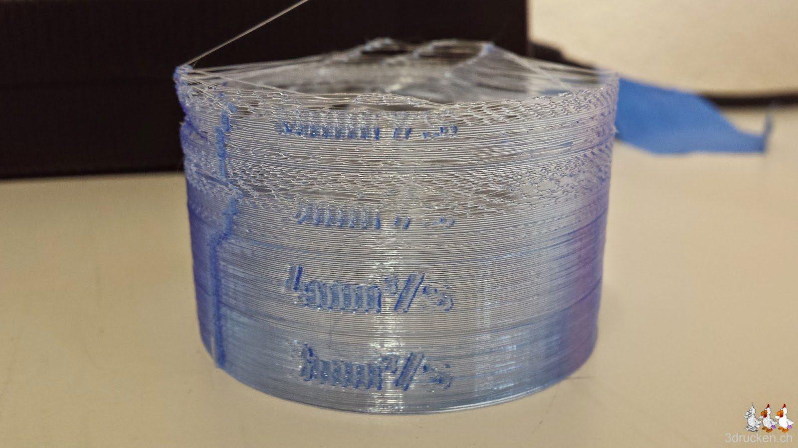 Foto des auf dem Ultimaker 2 unvollständig gedruckten Testzylinders aus blauem PLA von Swiss RepRap