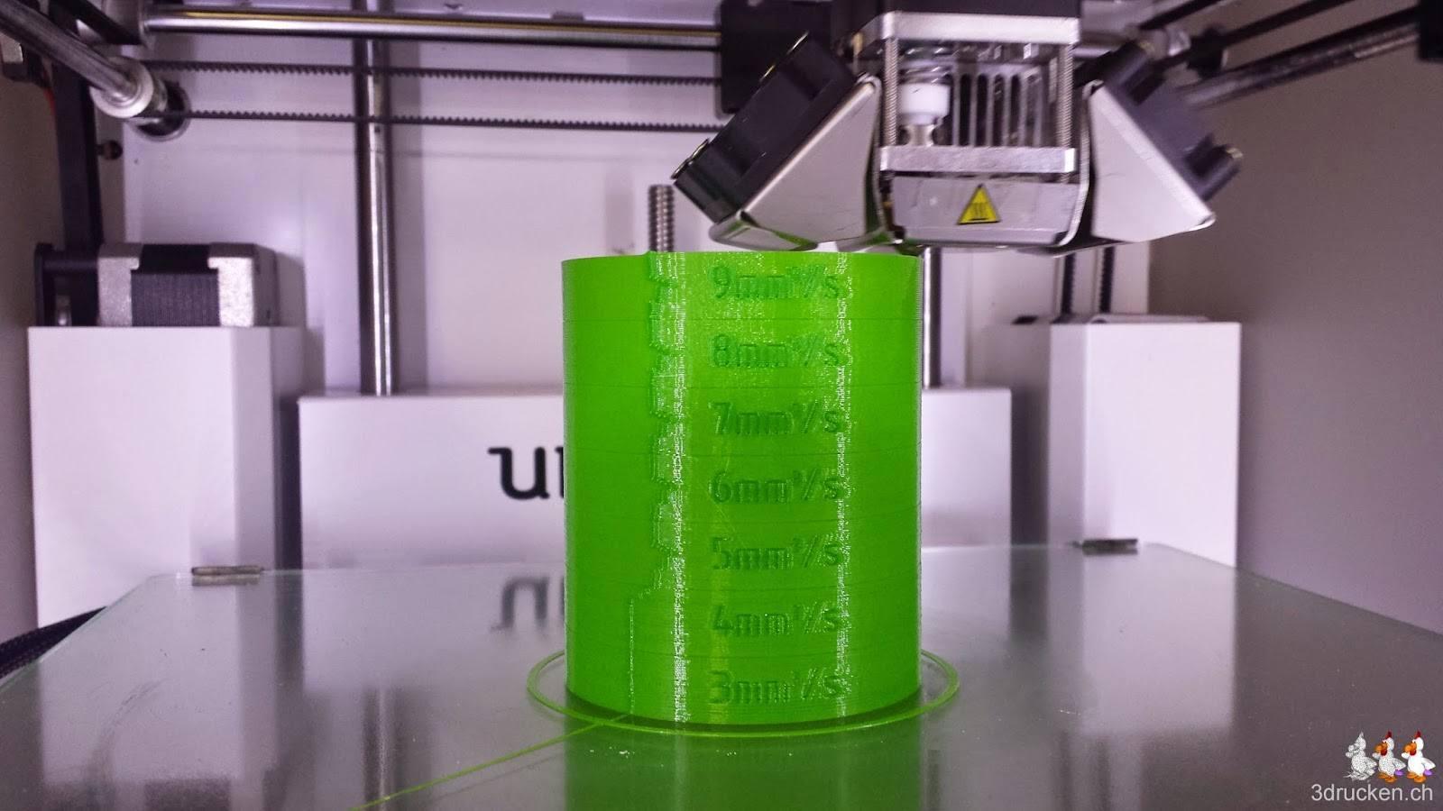 Foto vom fast fertigen Druck des Testzylinders aus dem Verbatim PLA Druckmaterial auf dem Ultimaker 2