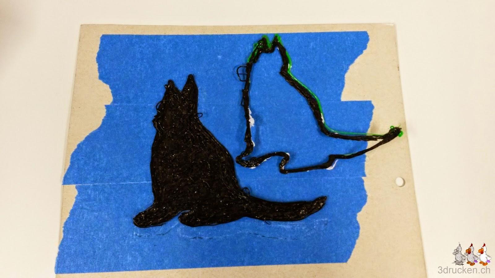 Foto von zwei Druckversuchen mit dem 3Doodler eine Katze zu erstellen