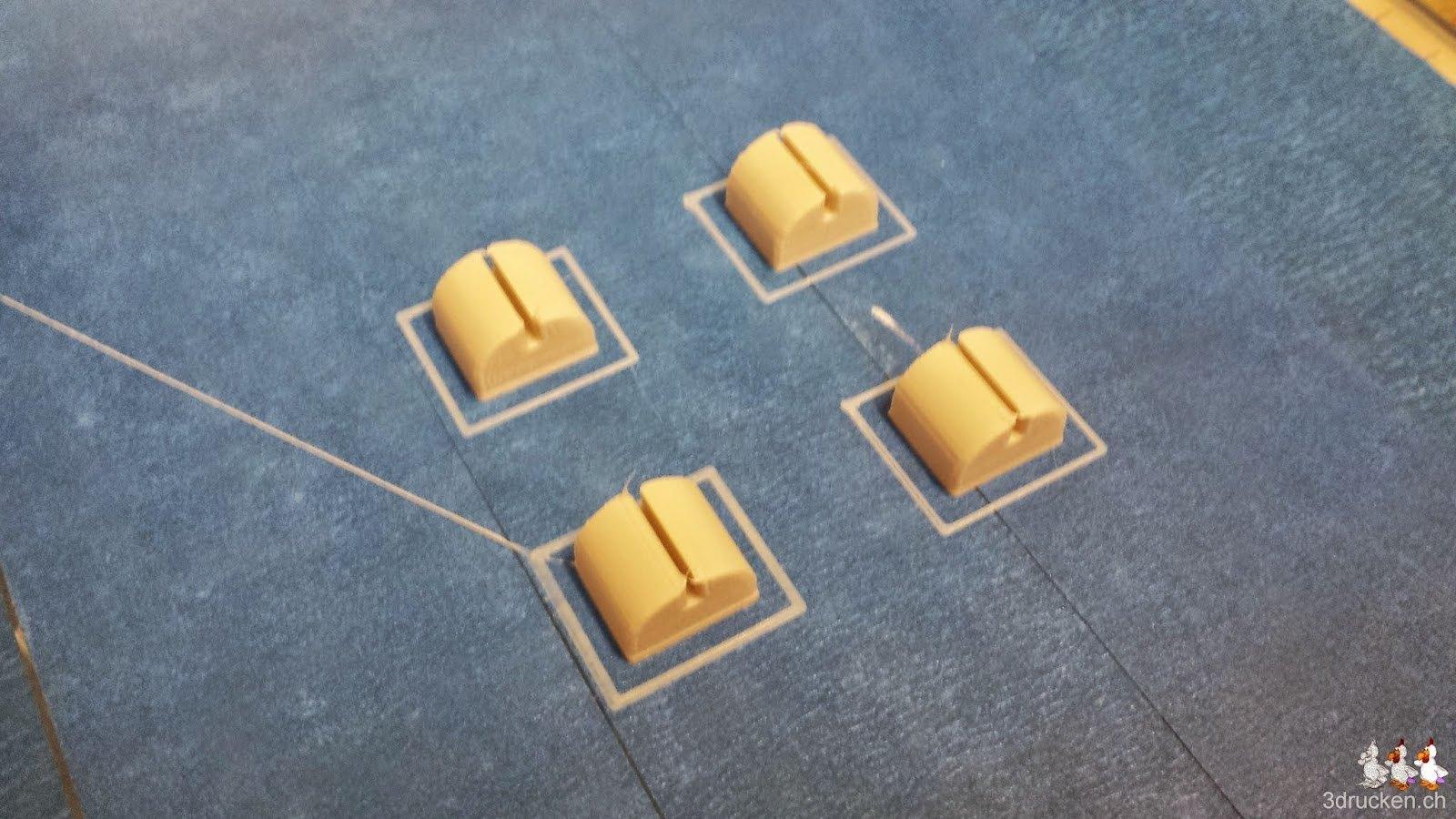 Foto der vier Füsse für den Printrbot Simple Metal aus SoftPLA auf den Drucktisch des Ultimaker Original