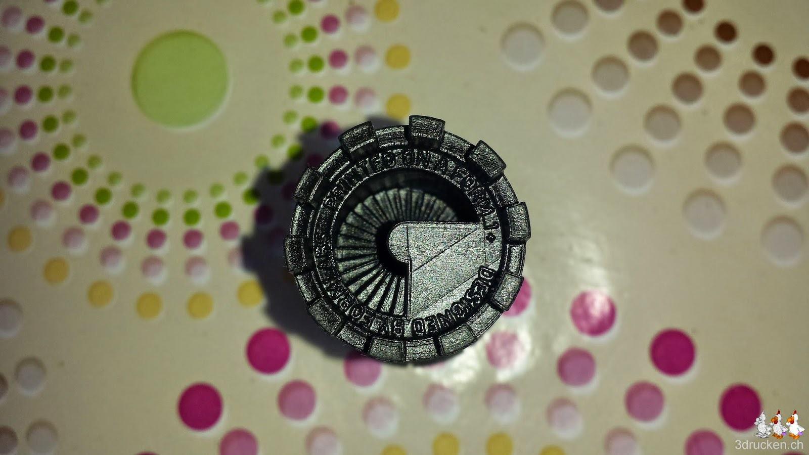 Foto des Drucksamples von Formlabs auf unserem Tisch von oben