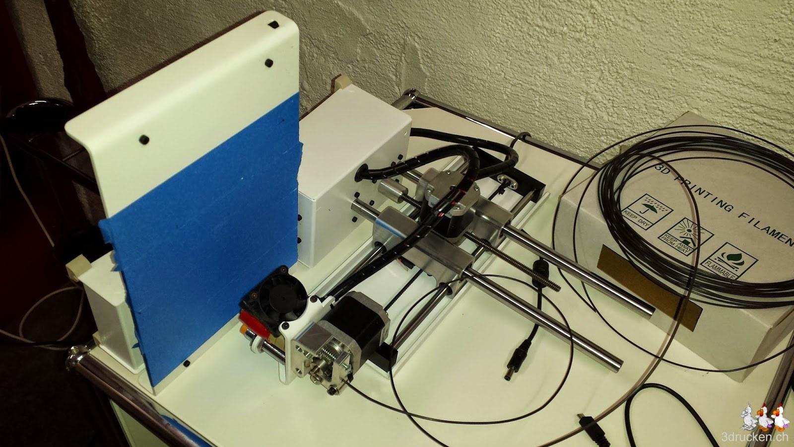 Foto des für die Wartung auf der Seite liegenden Printrbot Simple Metal