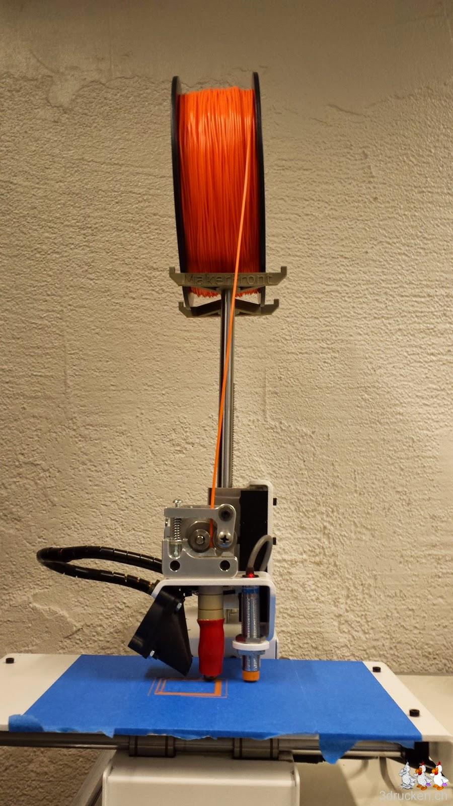 Foto des Printrbot Simple Metal von vorne mit der instabilen Rollenhalterung
