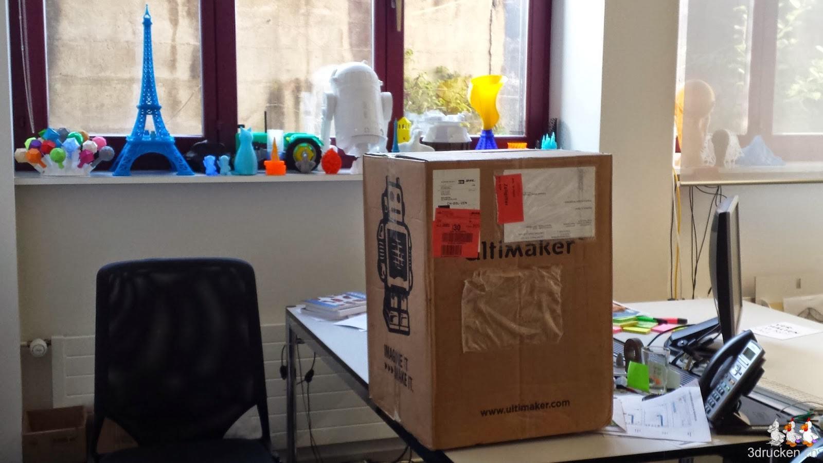 Foto des neu eingetroffenen Kartons mit dem zweiten Ultimaker 2 drin
