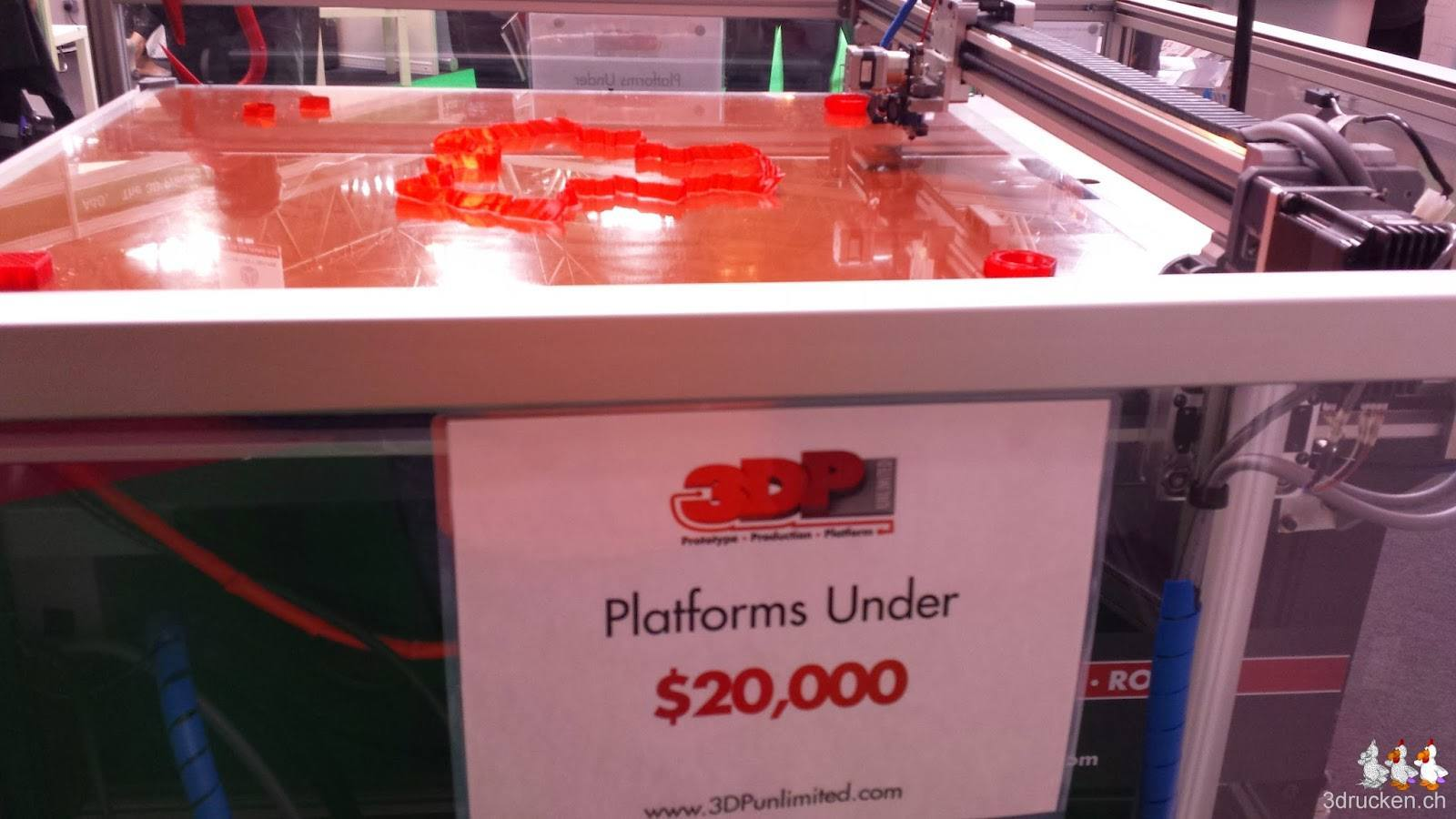 Foto eines grossen 3D-Druckers der dafür nur sehr langsam druckt