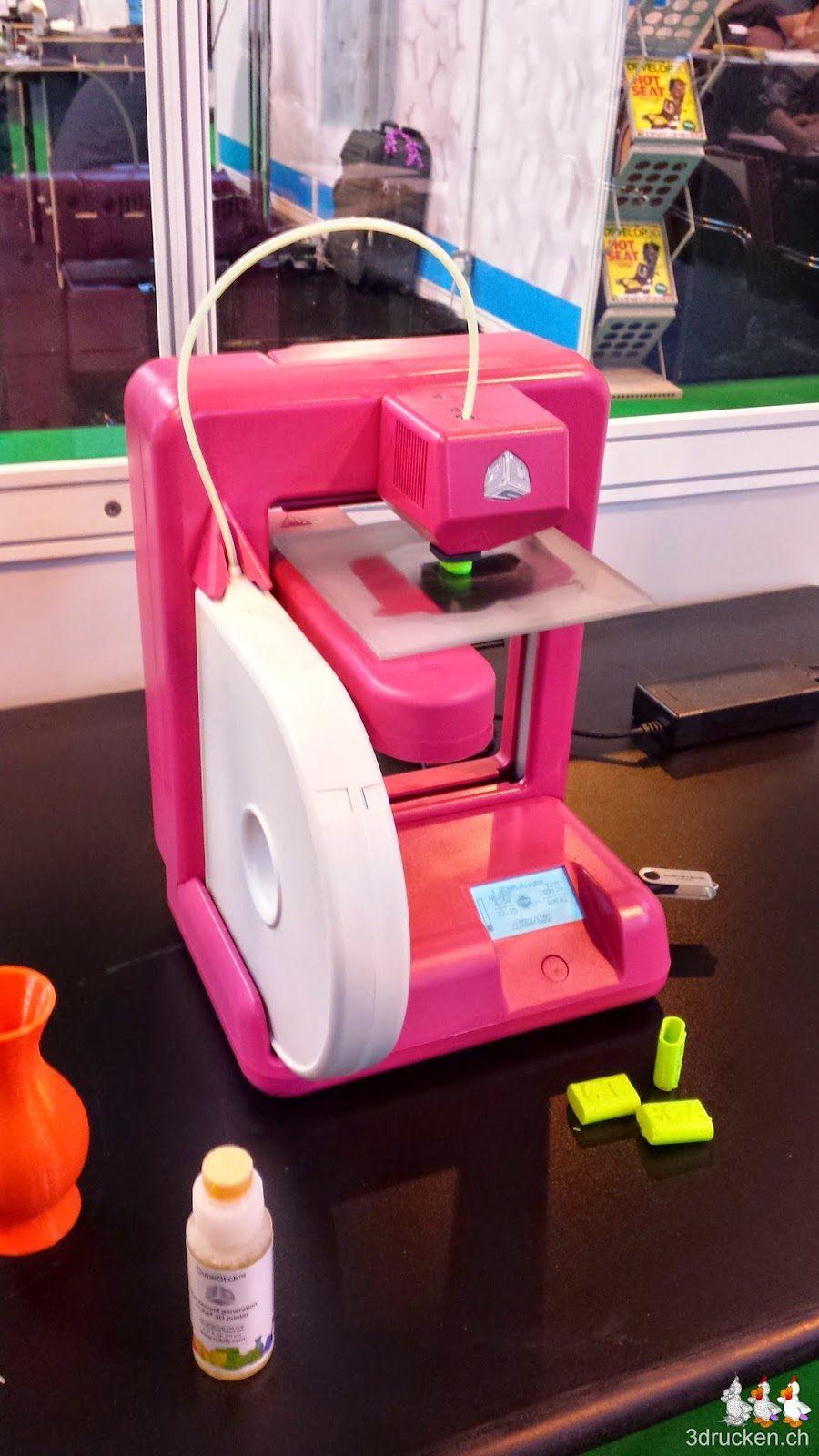 Foto eines Cube 3D-Druckers von 3D Systems im Klassenzimmer auf der TCT Show 2014 in Birmingham