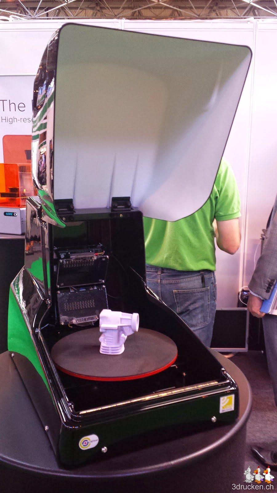 Foto eines Cubik 3D-Scanners mit geöffneter Abdeckung