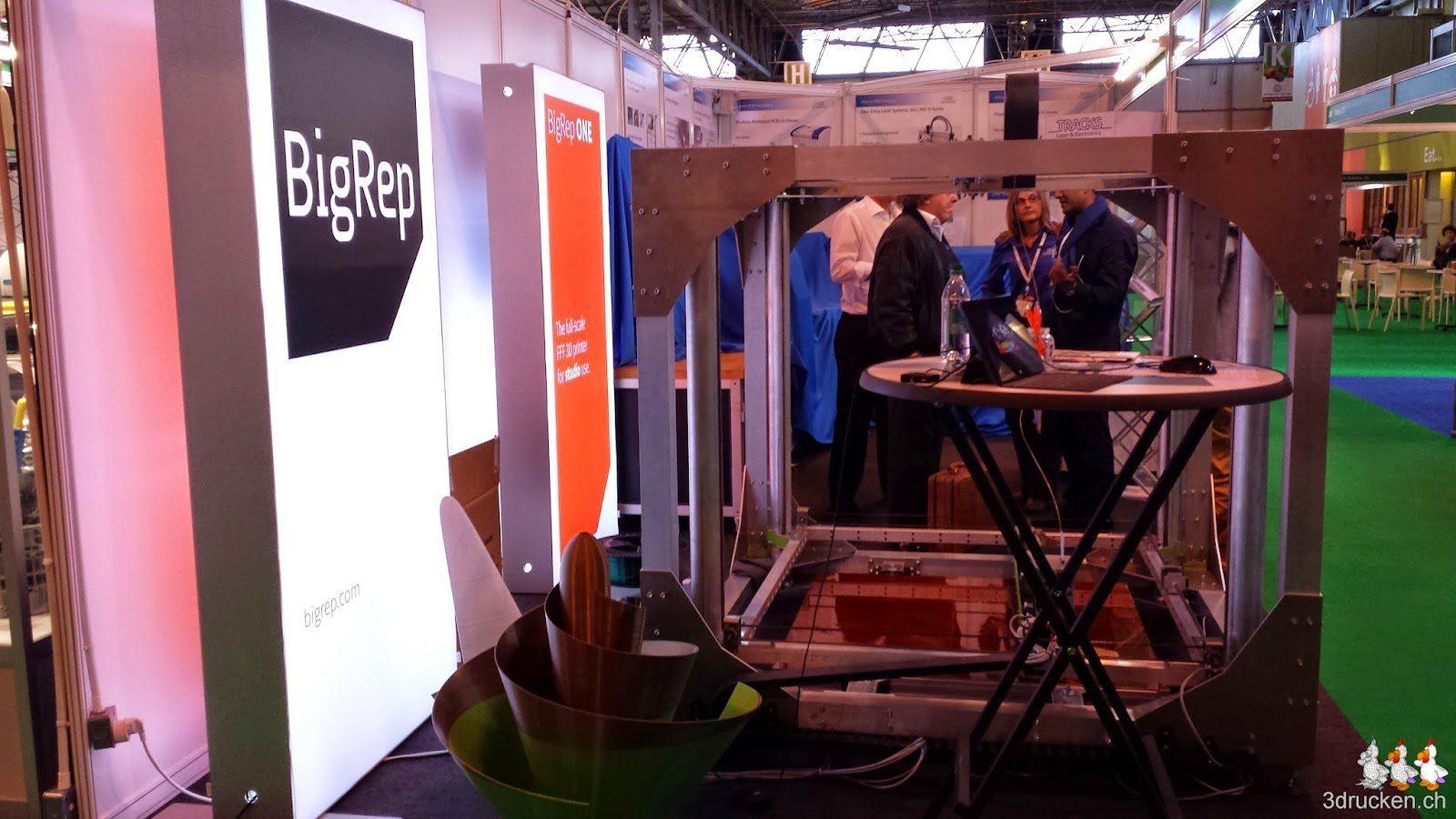Foto des BigRep 3D-Druckers am Stand von BigRep an der TCT Show 2014 in Birmingham