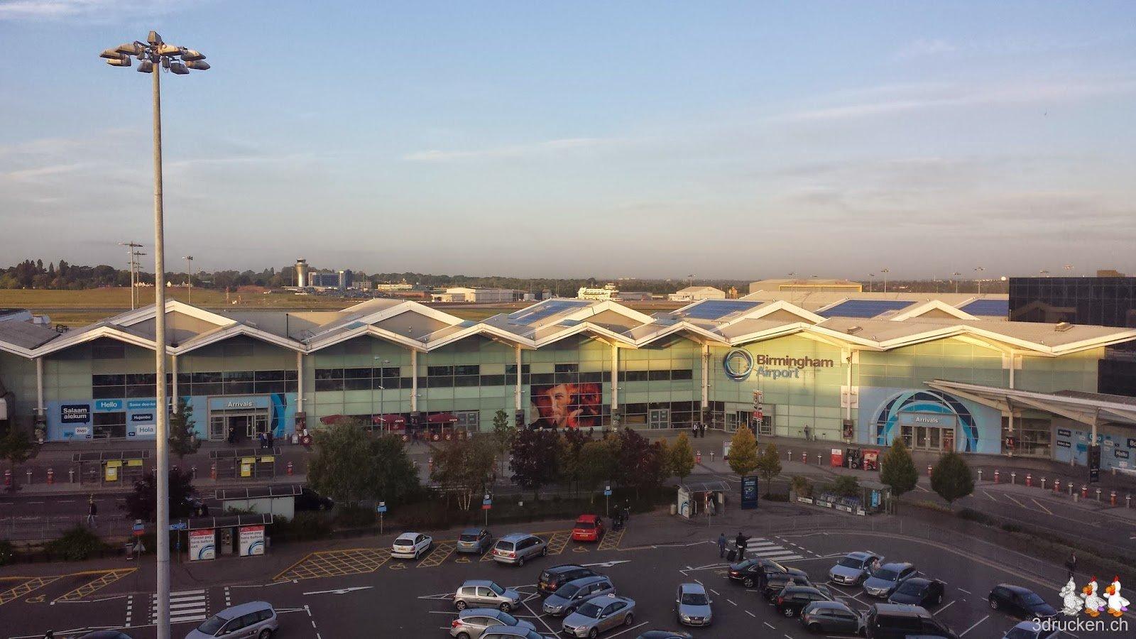 Foto des Flughafens von Birmingham mit Abendsonne