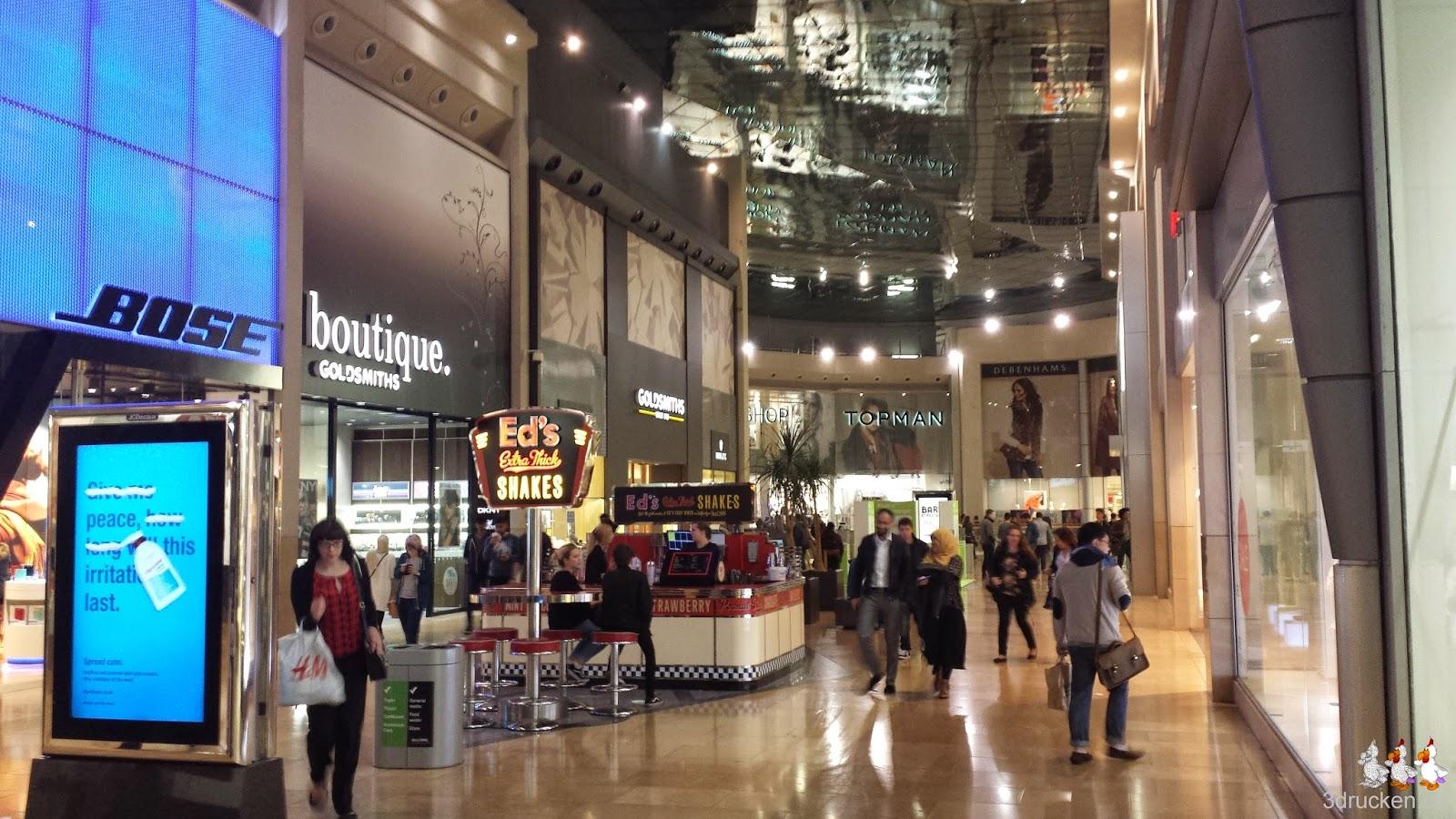 Foto aus dem Einkaufszentrum abends in Birmingham