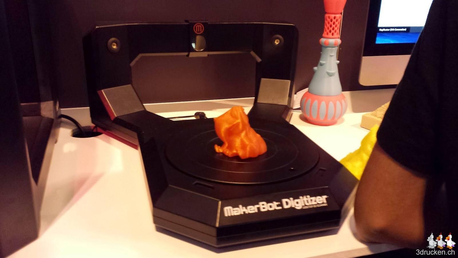 Foto des MakerBot Digitizer am Stand von Makerbot an der TCT Show 2014 in Birmingham