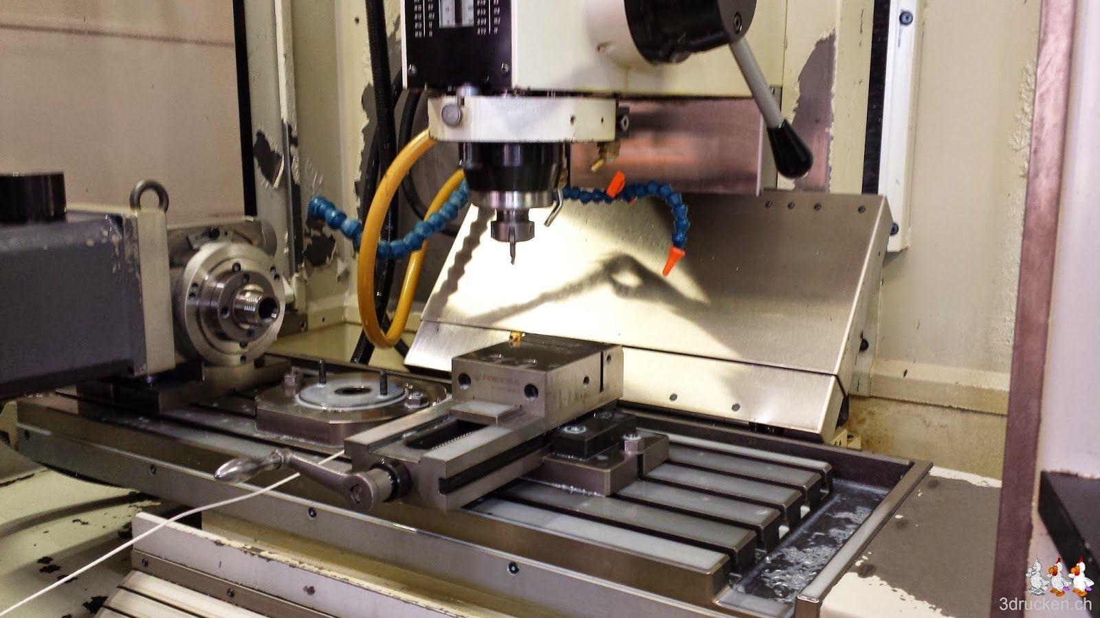 Foto einer Profimaschine von FiberOptic mit eingespannter Düse des Ultimaker 2