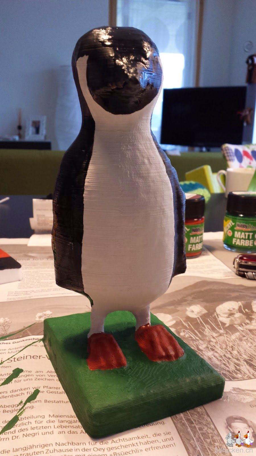 Foto des Pinguins mit frisch bemaltem schwarzem Frack