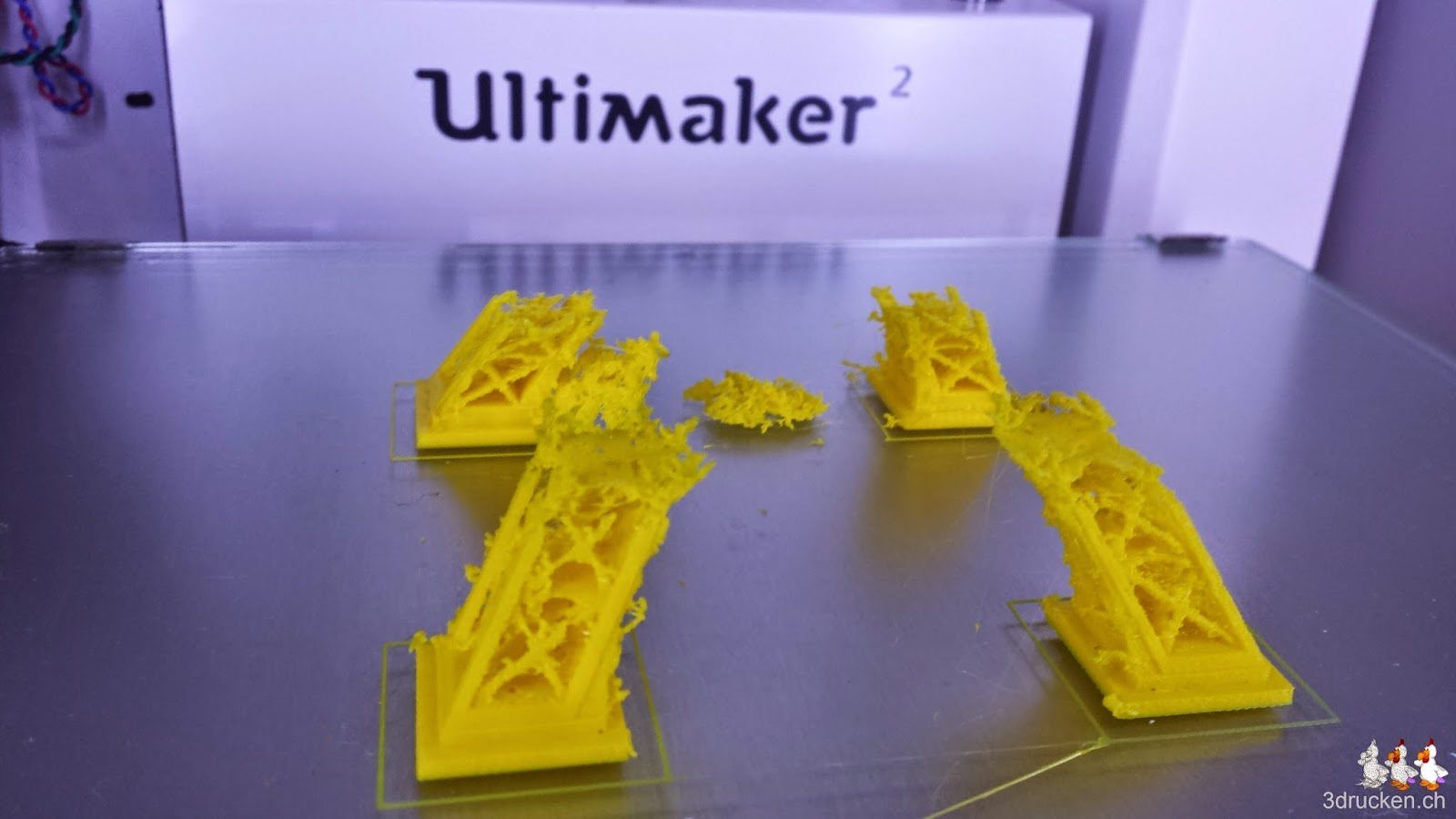 Foto des misslungenen Drucks des Eiffelturms auf dem Ultimaker 2