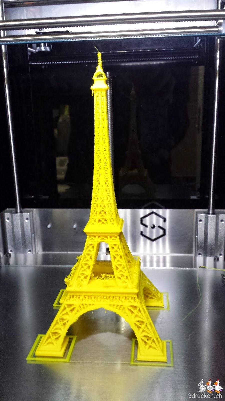 Foto des Eiffelturms gedruckt aus gelbem PLA auf dem Sharebot Next Generation