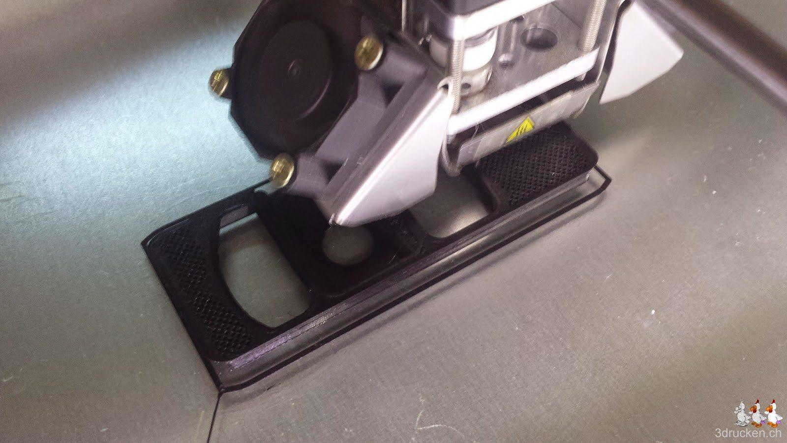 Foto des Drucks eines alternativen Lüftergehäuses für den Ultimaker 2