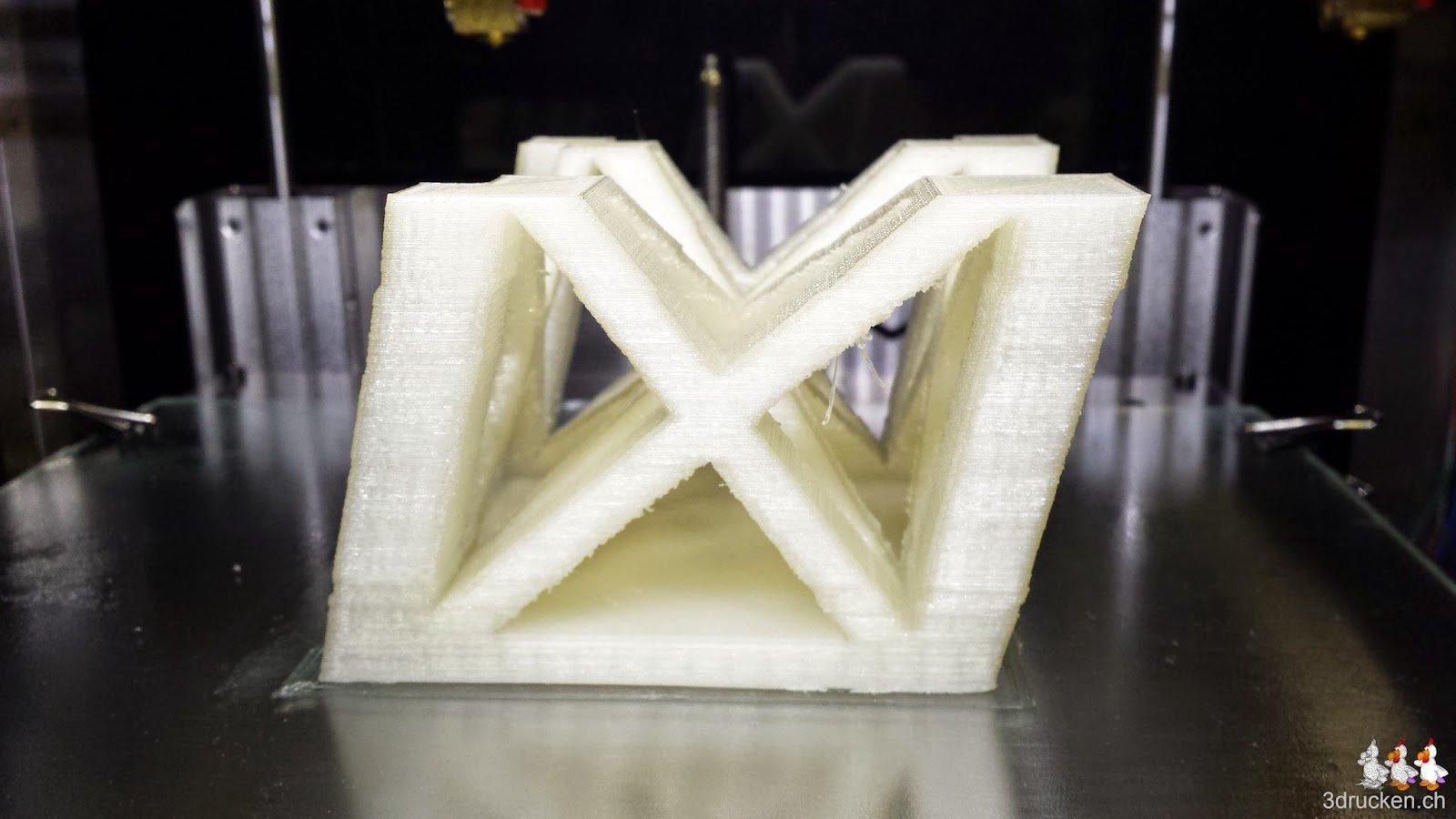 Foto des nächsten Teils das zwar hält, allerdings leichte X/Y-Verschiebungen aufweisst, gedruckt auf dem Sharebot Next Generation