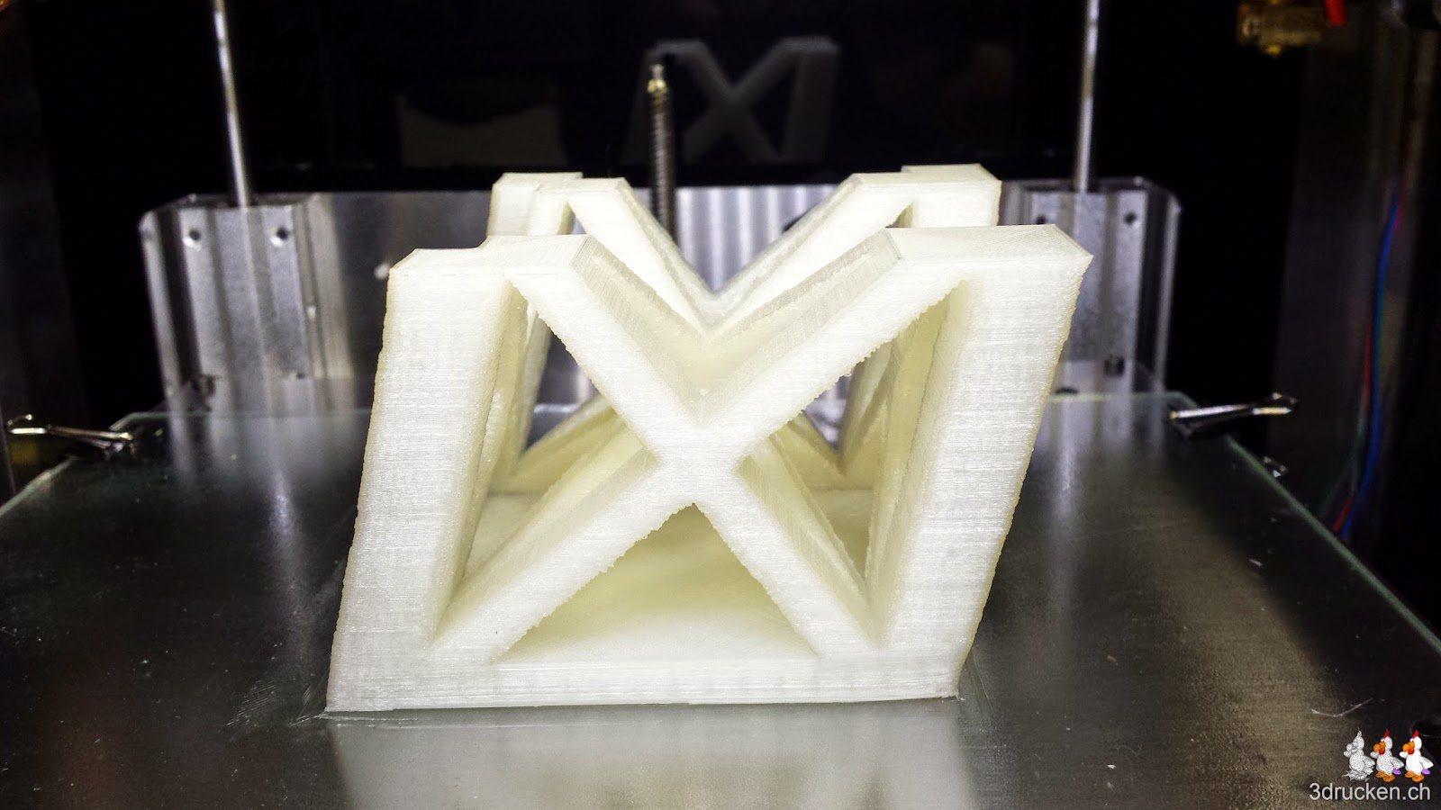 Foto des selben Eiffelturm-Teilstücks, erneut mit leichten X/Y-Verschiebungen auf dem Sharebot Next Generation gedruckt
