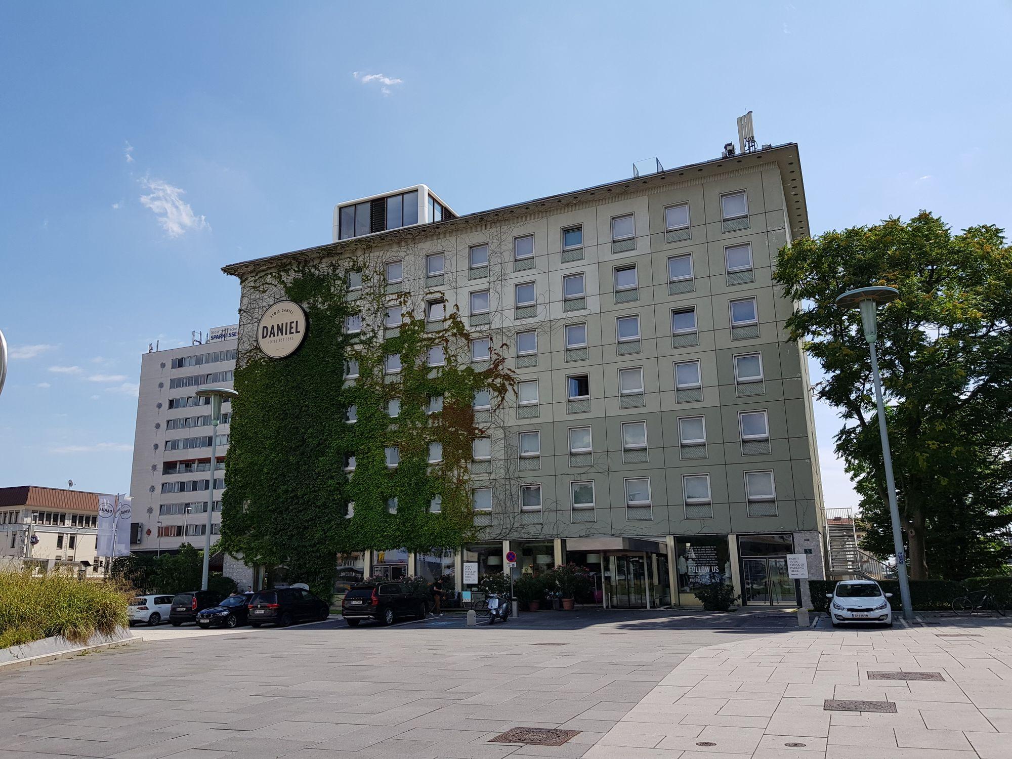 Frontansicht des Hotel Daniel.