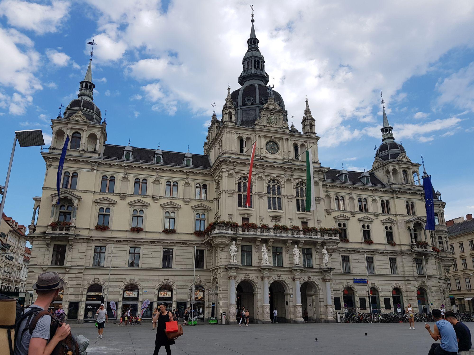 Frontansicht des Grazer Rathauses.