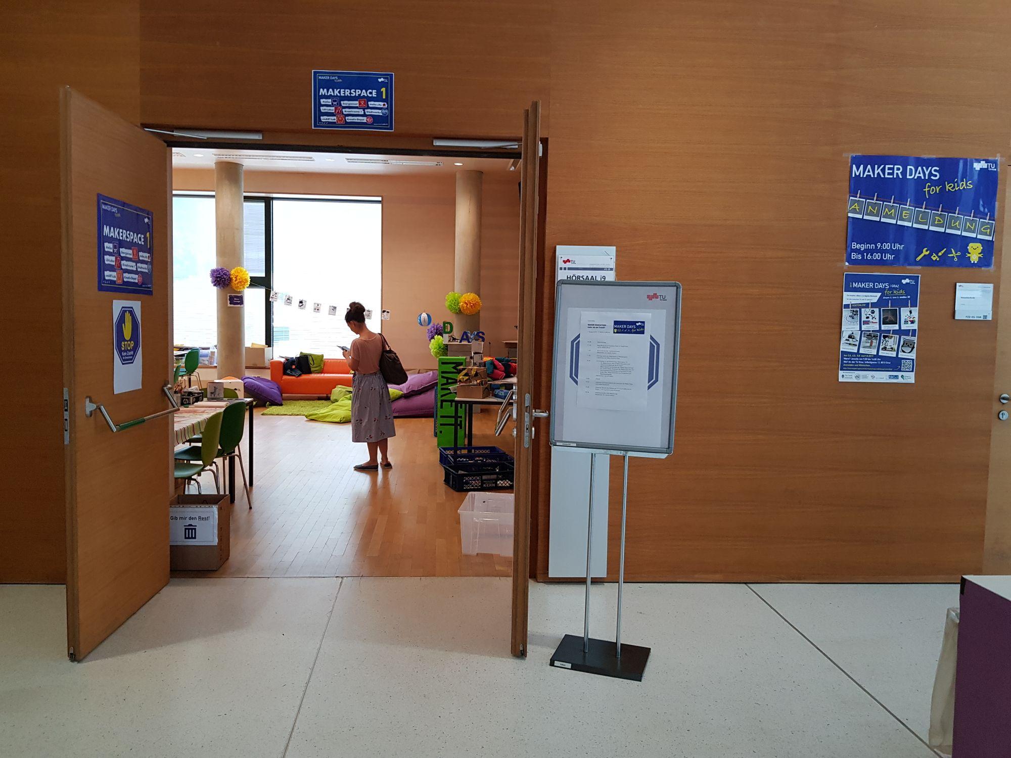 Der Eingang zum Makerspace 1