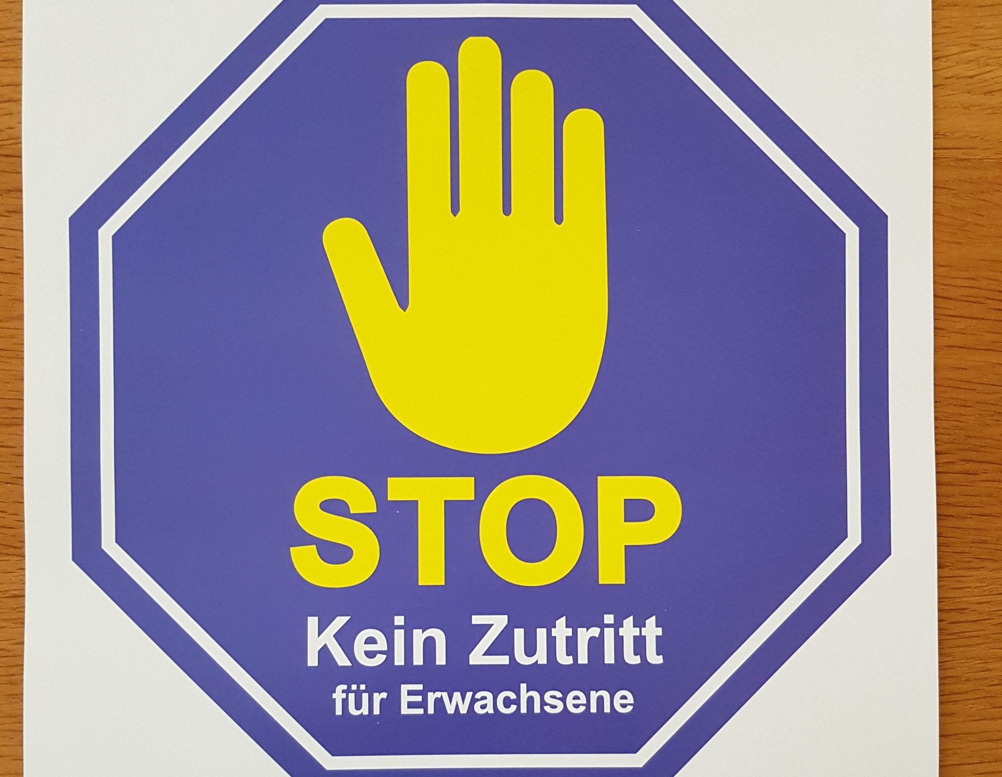 STOPP-Schild für Erwachsene, Kein Zutritt zum Makerspace.